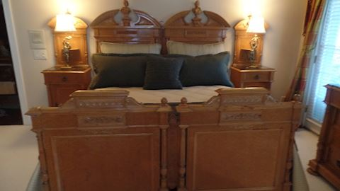 1908 World Expo King Bedroom Suite, Bed