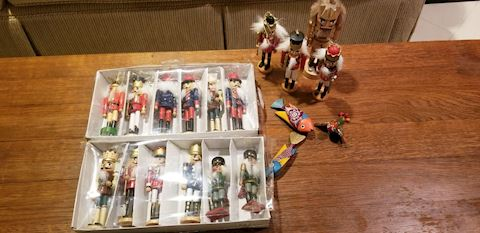 Fr   304   Assorted Nut Crackers