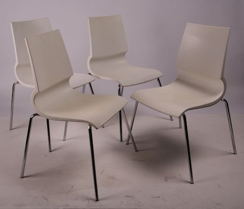 4 Maxdesign Ricciolina white Maran stack chairs