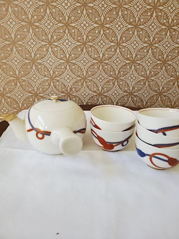 Japanese tea pot with 5 cups white porcelain