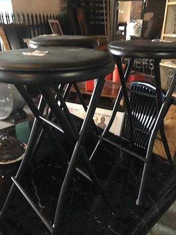 3 drum stools ?