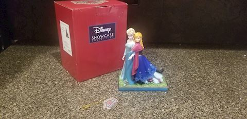 Disney Showcase Collection SISTERS FOREVER Figurin