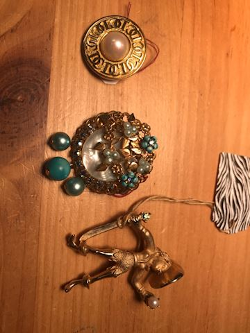 3 brooch lot gold tone