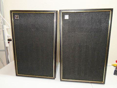 Vintage Walnut Finish Magnavox S-8765 Speakers