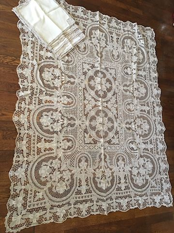 Vintage Lace Tablecloth with 12 Napkins
