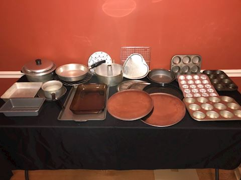 Mixed lot cookware, bakeware, 24 pieces