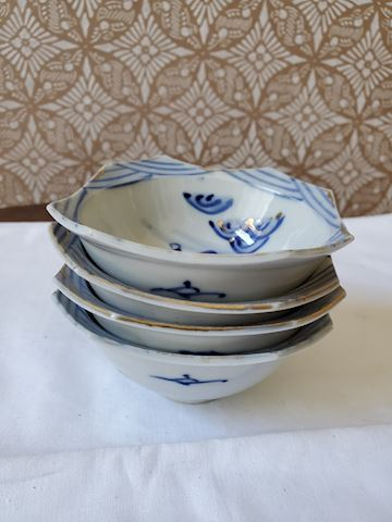 Set of 4 ceramic bowls with blue and gold design