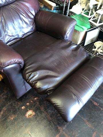 Lay Z Boy Brown leather Recliner - Lot01