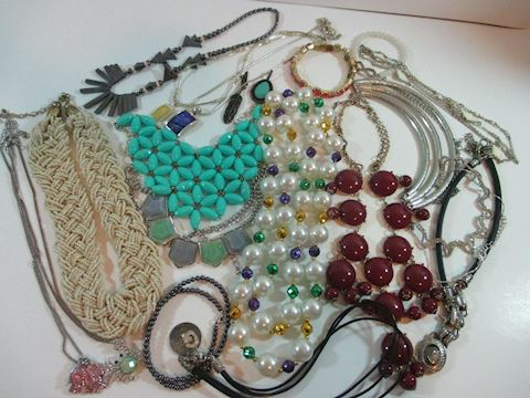 Vintage Lot of All Wear Costume Jewelry 20+ Pcs