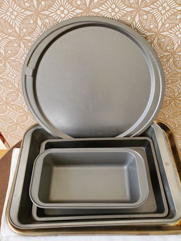 6 pieces of various bakeware