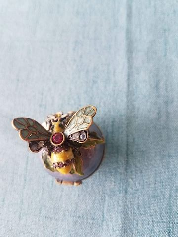 Jay Strongwater Bumble bee Trinket box w/flowers