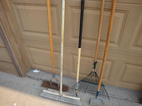 mixed lot (5) yard & garden tools L... 45