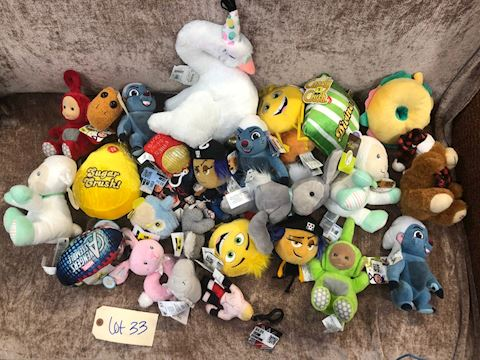 Lot of Assorted Stuffed Animals LOT 33