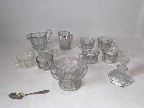 Lot0075 Punch bowl cups