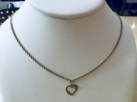 Gold heart floral pendant with gold chain 14 kt