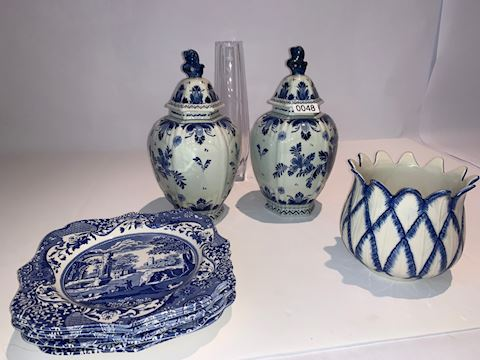 0048 Foo dog Pattern Delft and Spode china