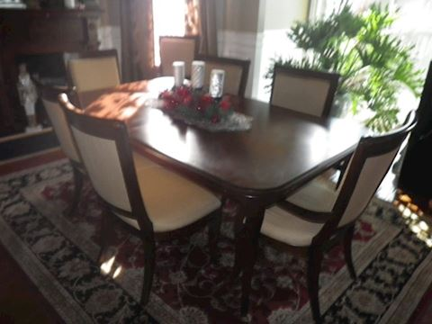 Bassett Dining Room Table with 8 Upholstered Chair