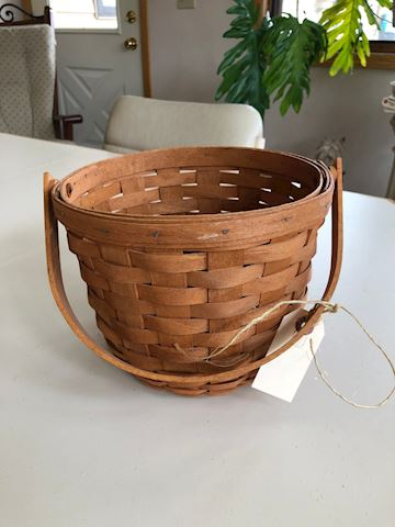 Longaberger round handled basket - 1990