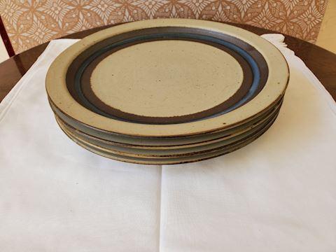 Set of 4 pottery plates from Horizon