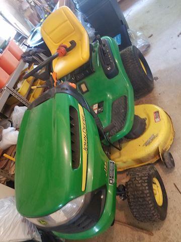#103 John Deere Lawn Tractor