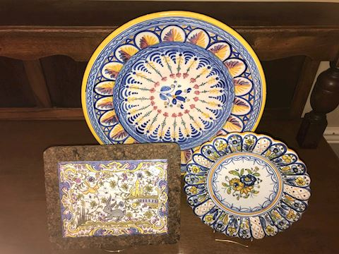 Lot of 3 Italian Plates and Trivet