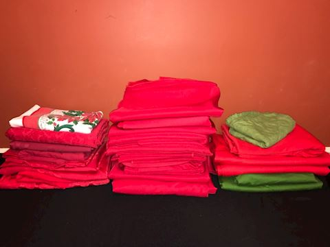 Big lot 29 Christmas red and green tablecloths