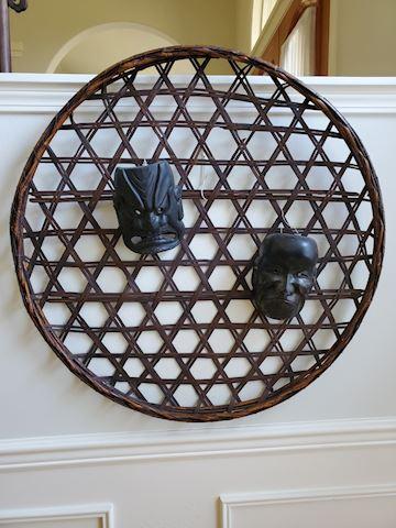 Flat decorative wall hanging basket with 2 kabuki