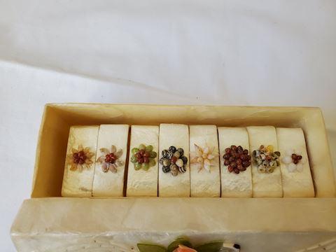 Set of 8 shell napkin holders in decorative box