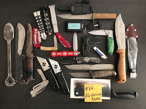 Collection of 26 Various Knives Lot 22
