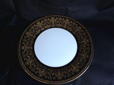 Wedgwood Caernarvin Plate ( black)