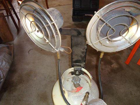 Mr heater Dual Sunflower heater & 20lb tank Lot 59