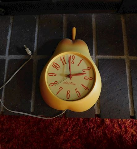 061 Pear Tree Clock