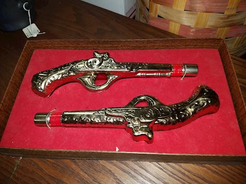 VINTAGE AVON TWENTY PACES GOLD PISTOLS IN BOX