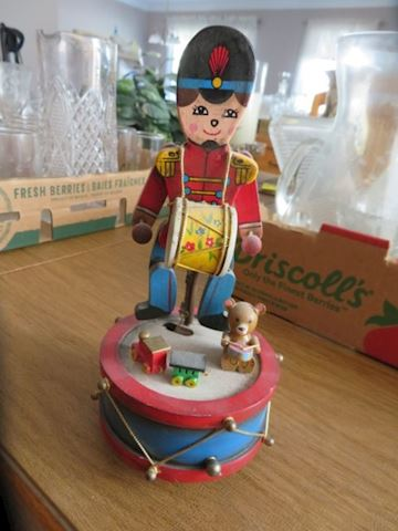Wind Up Animated Drummer Toy