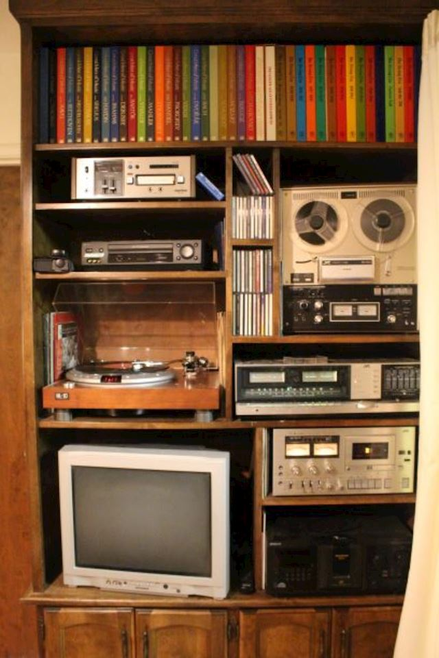 Yuba City Online Auction-Vintage Electronics -Electronics-Furniture by Hidden Creations